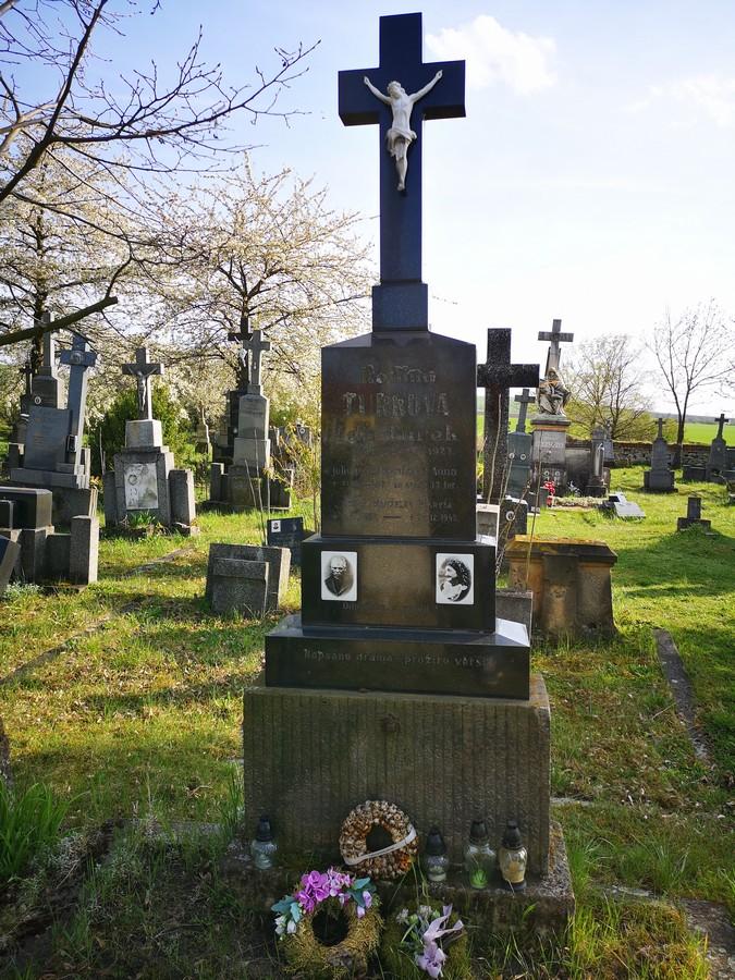 Těšany hrob Maryša